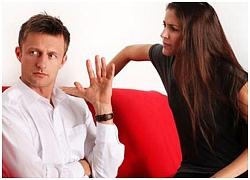 Vợ giải thích vòng vo về vết thâm bất thường trên ngực